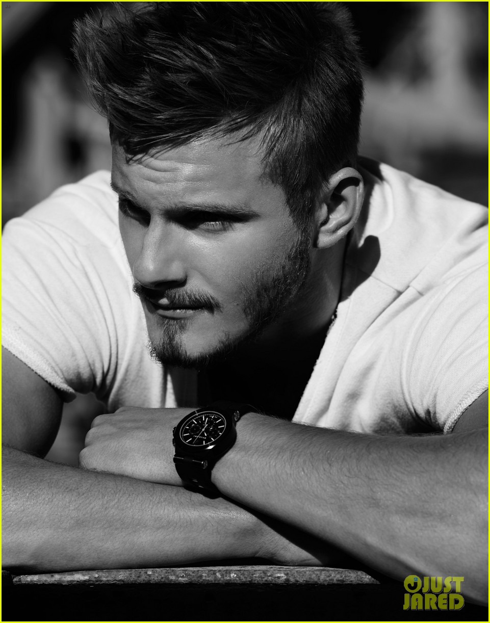 alexander ludwig flaunt shirtless underwear 07
