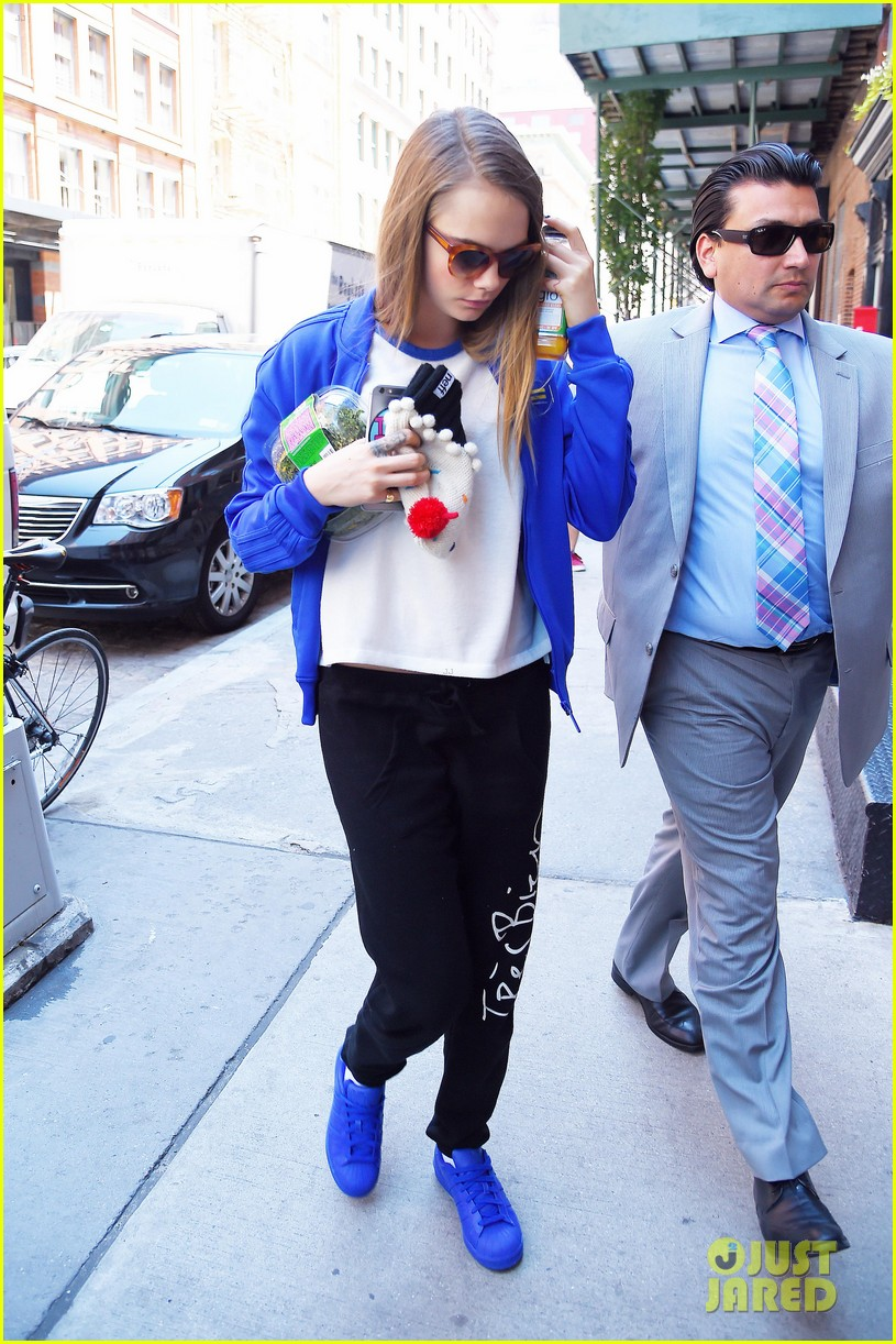 cara delevingne cupcake beanie no disappoint fans 083421822