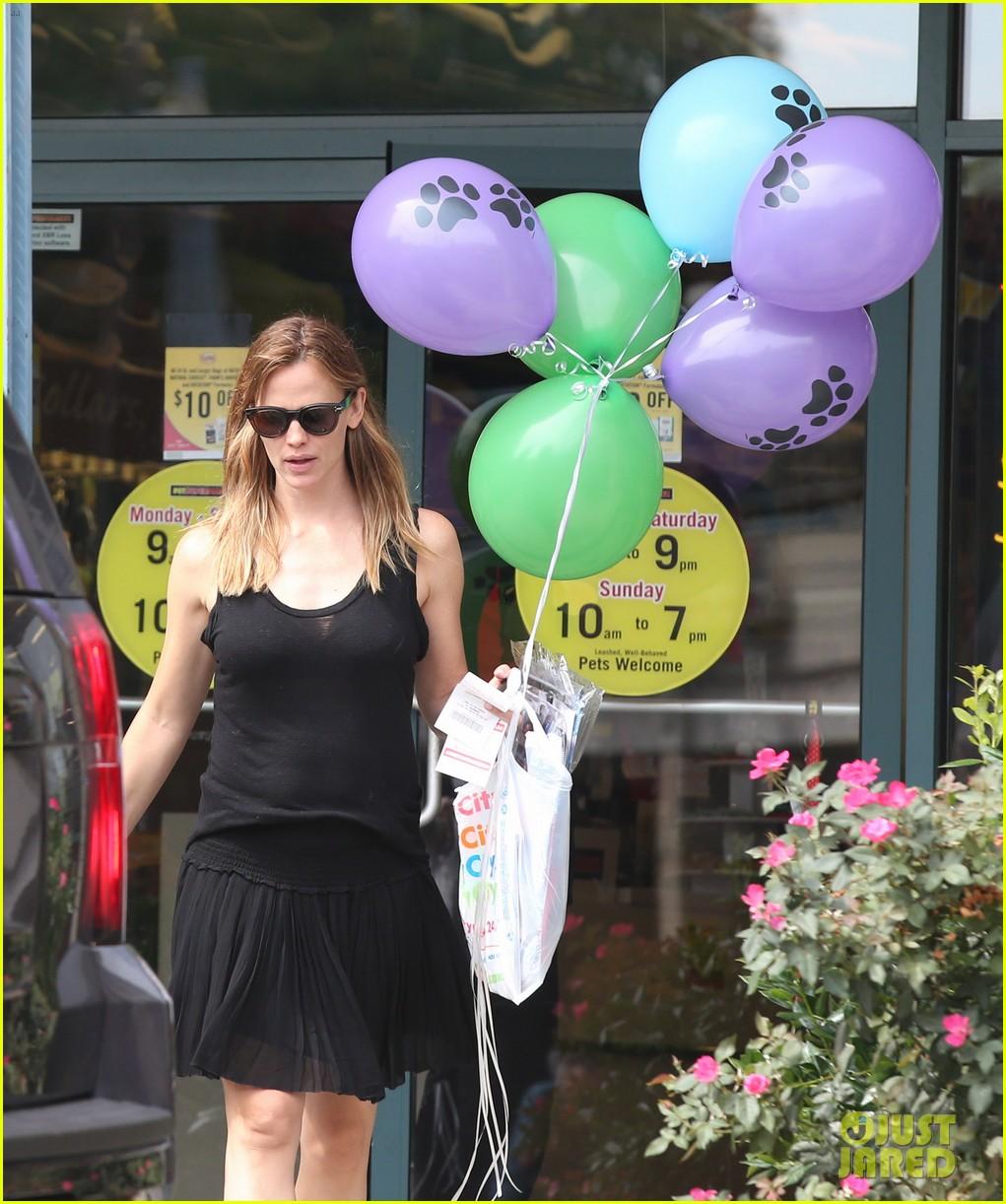 Jennifer Garner Wears Her Wedding Ring To Atlanta Party Store: Photo  3419312  Jennifer Garner Pictures  Just Jared