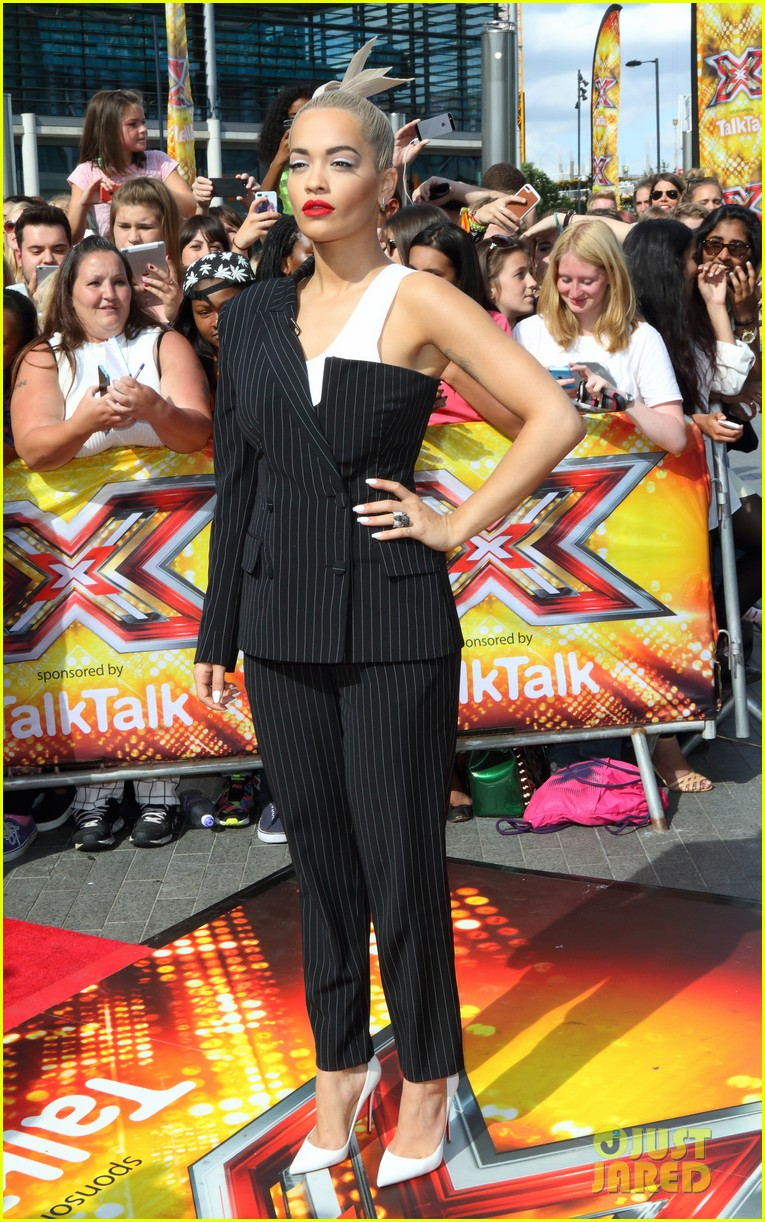Olly murs black t shirt x factor - Rita Ora Cheryl Fernandez Versini Get Ride From Olly Murs To X Factor Auditions Photo 3421705 Caroline Flack Cheryl Cole Nick Grimshaw Olly Murs