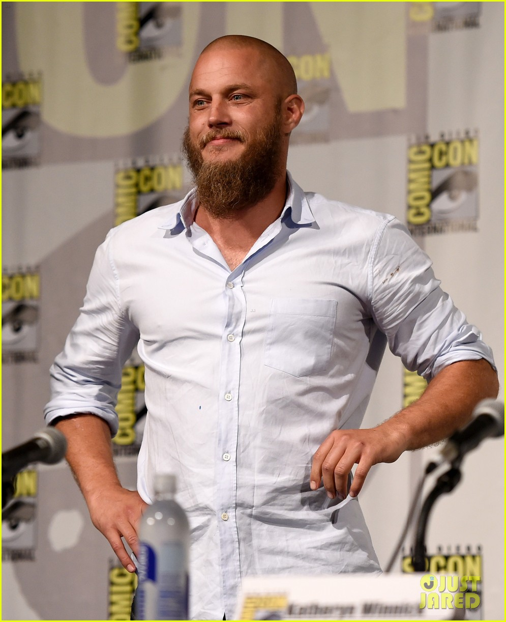 vikings cast steps out at comic con debuts new trailer 01