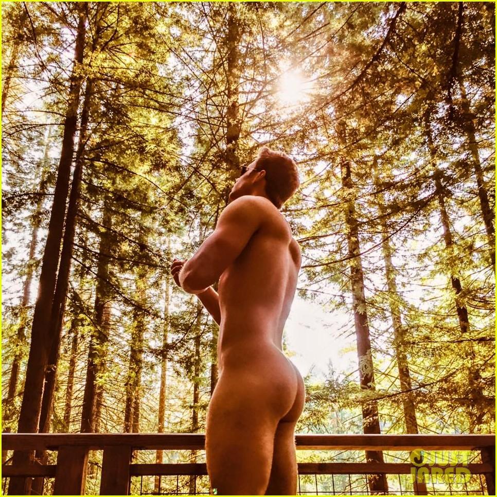Ashley Parker Angel Shares Naked Bare Butt Photo! | Ashley Parker ...: justjared.com/photo-gallery/3442527/ashley-parker-angel-posts-naked...