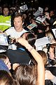 benedict cumberbatch mob outside hamlet 24