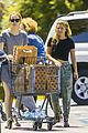 emma stone john legend joins la la land shopping 04