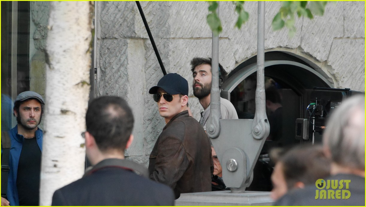 Franchise Marvel/Disney #3 Chris-evans-keeps-filming-captain-america-civil-war-21