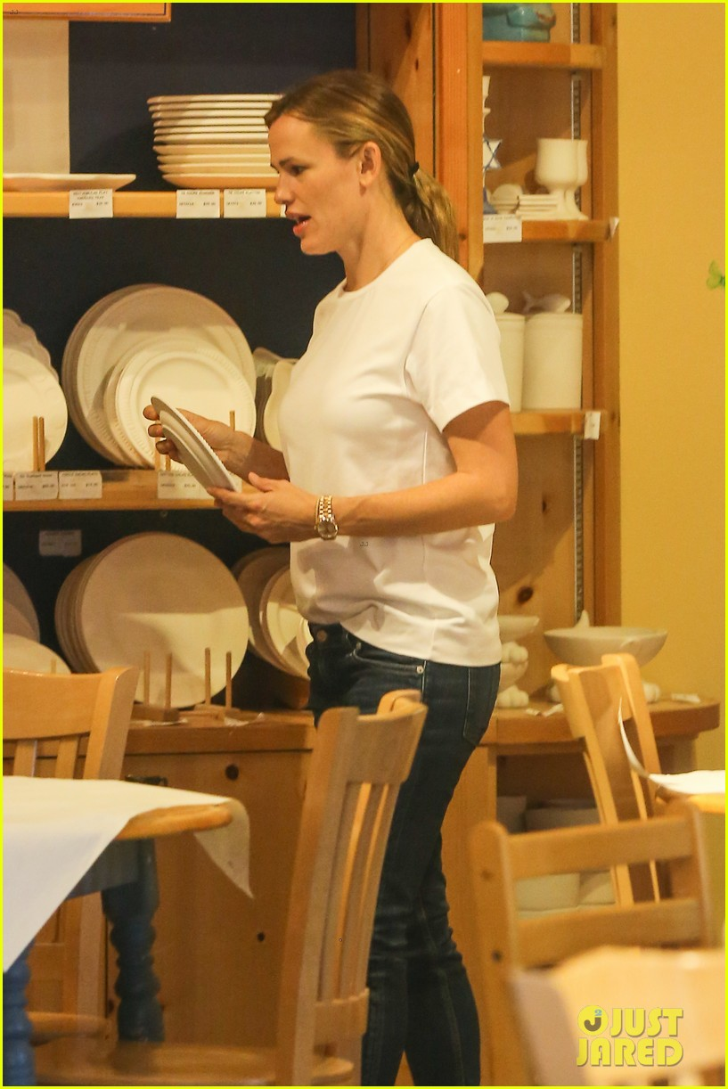 Jennifer Garner Spends The Day With Seraphina