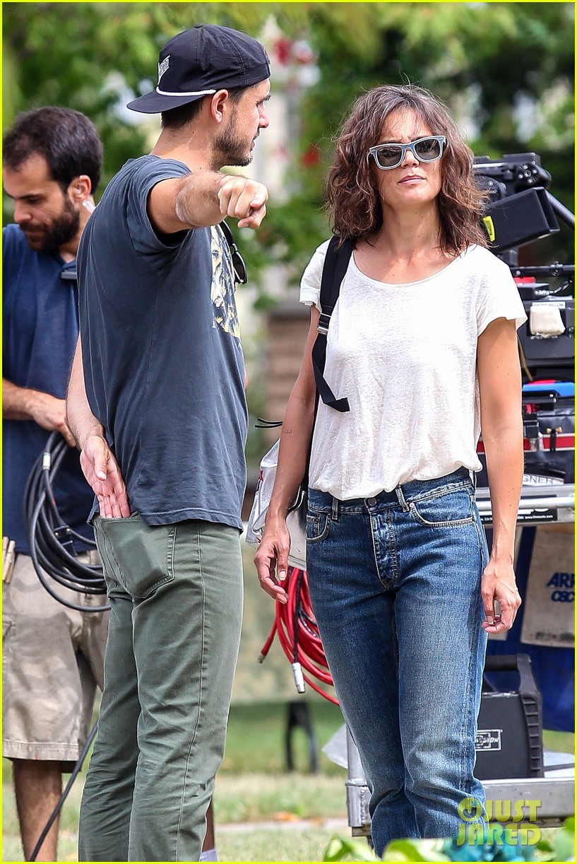 Full Sized Photo of katie holmes greeted with bouquet of flowers on all we had set 16 | Photo ...