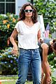 katie holmes greeted with bouquet of flowers on all we had set 08