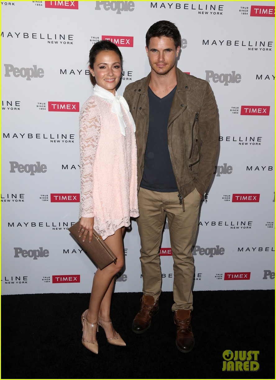 italia ricci and robbie amell wedding