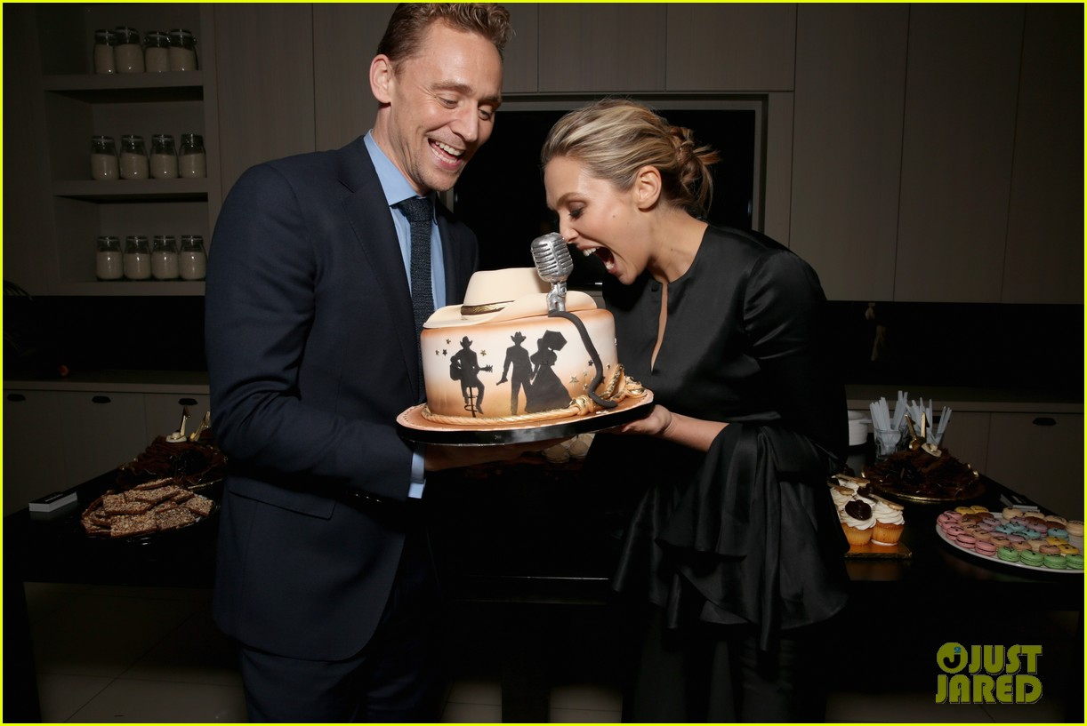 Franchise Marvel/Disney #3 Elizabeth-olsen-denies-tom-hiddleston-dating-rumors-11