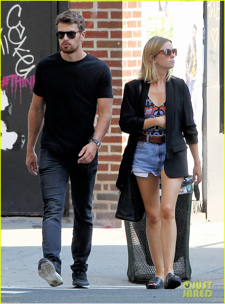 Theo James Amp Girlfriend Ruth Kearney Couple Up In Big