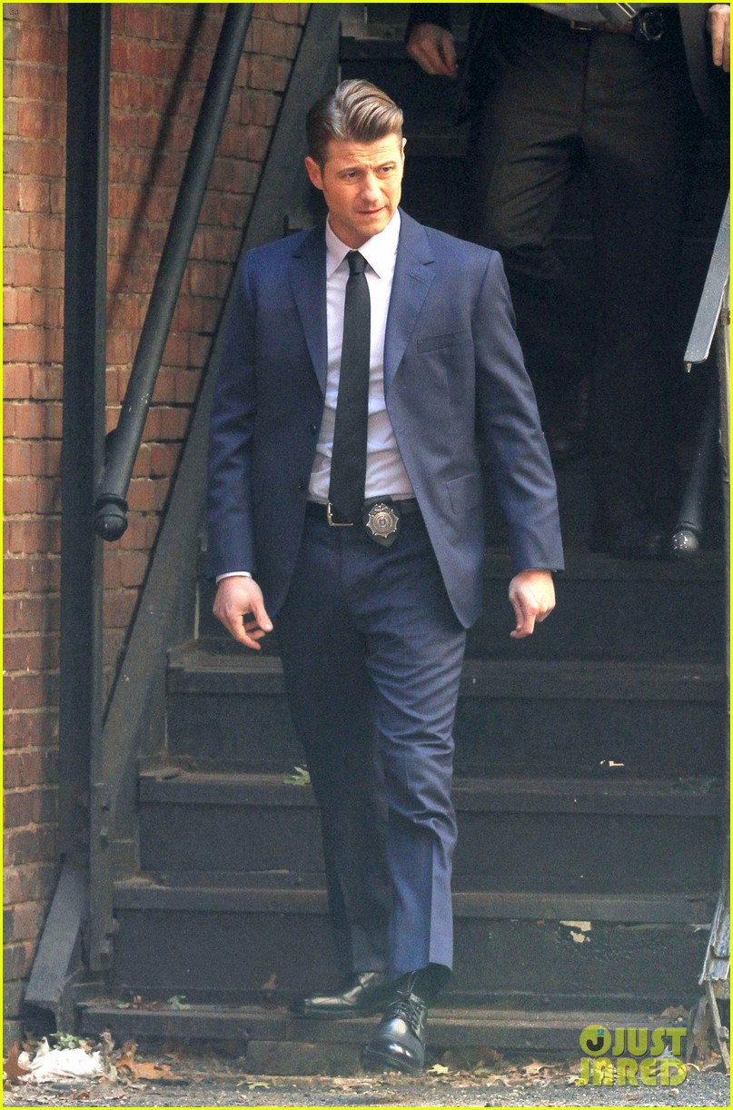 Ben Mckenzie My Gotham Character Tries To Do Whats Right Photo