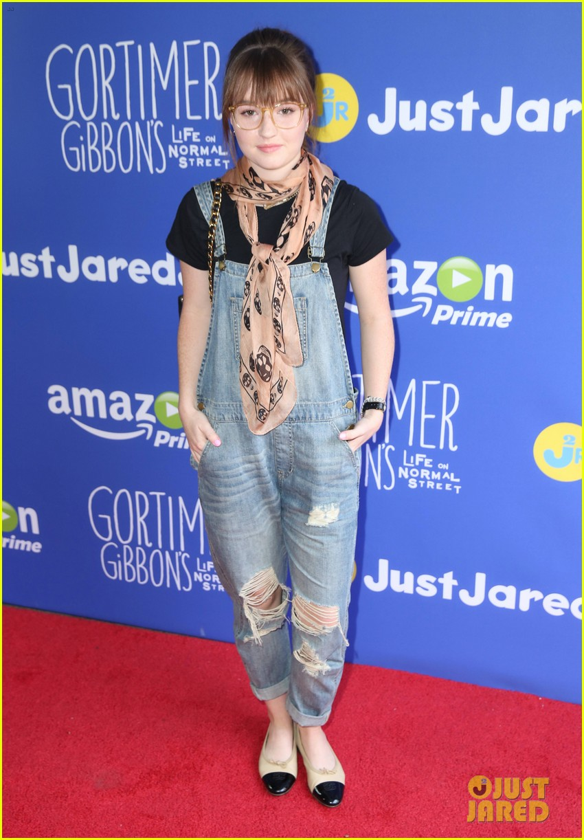 Kaitlyn Dever Beach kaitlyn dever & joey king bring out fall style for ...
