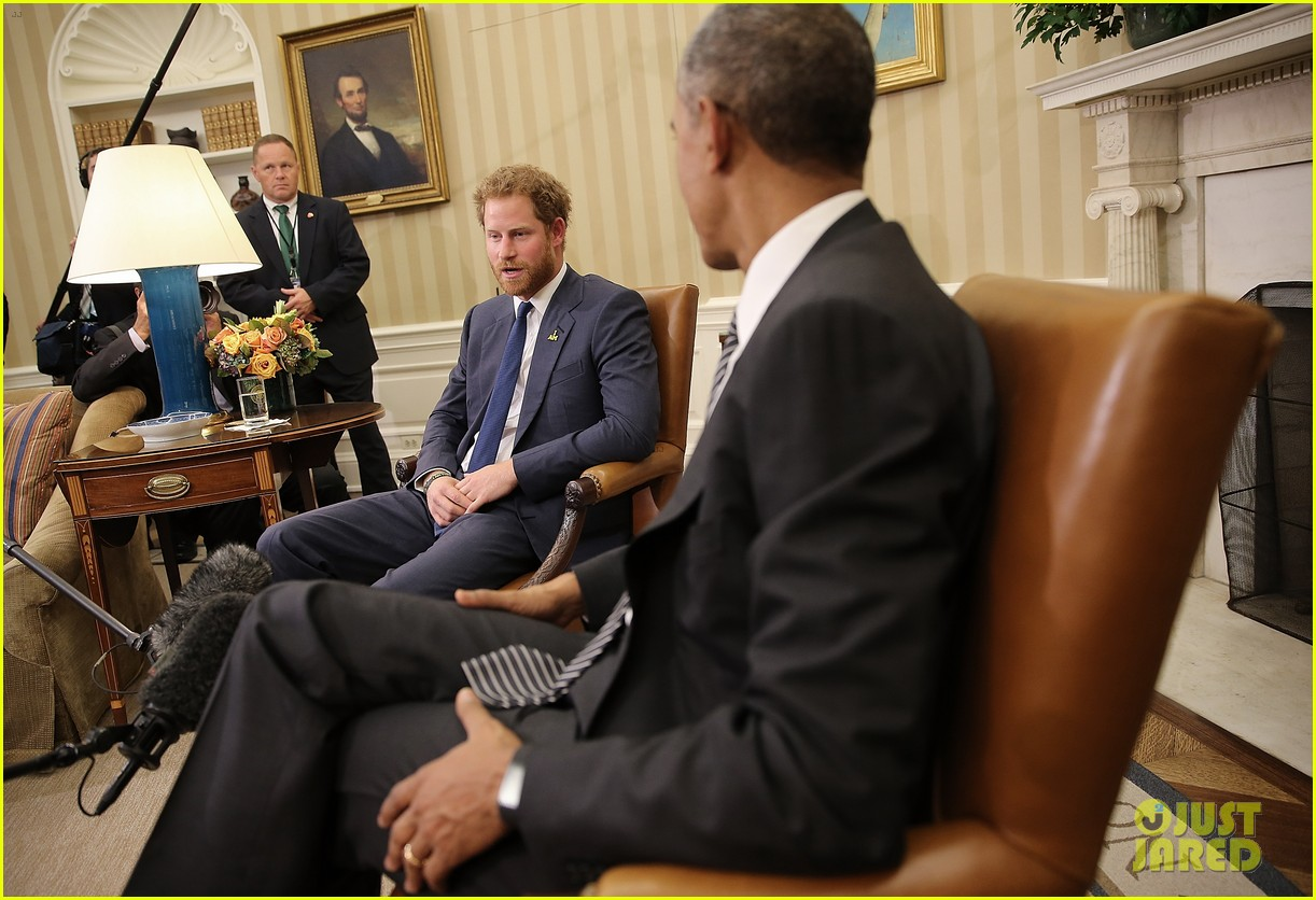 prince harry meets with president obama in the oval office photo 3494111 barack obama prince harry pictures just jared barack obama oval office