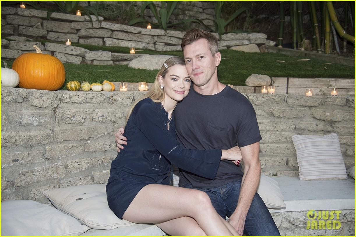 jaime king hosts feastgiving at her home 013493098