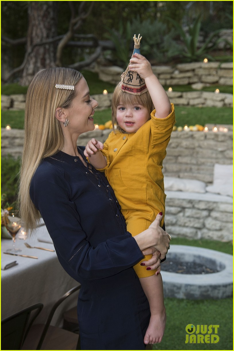jaime king hosts feastgiving at her home 053493102