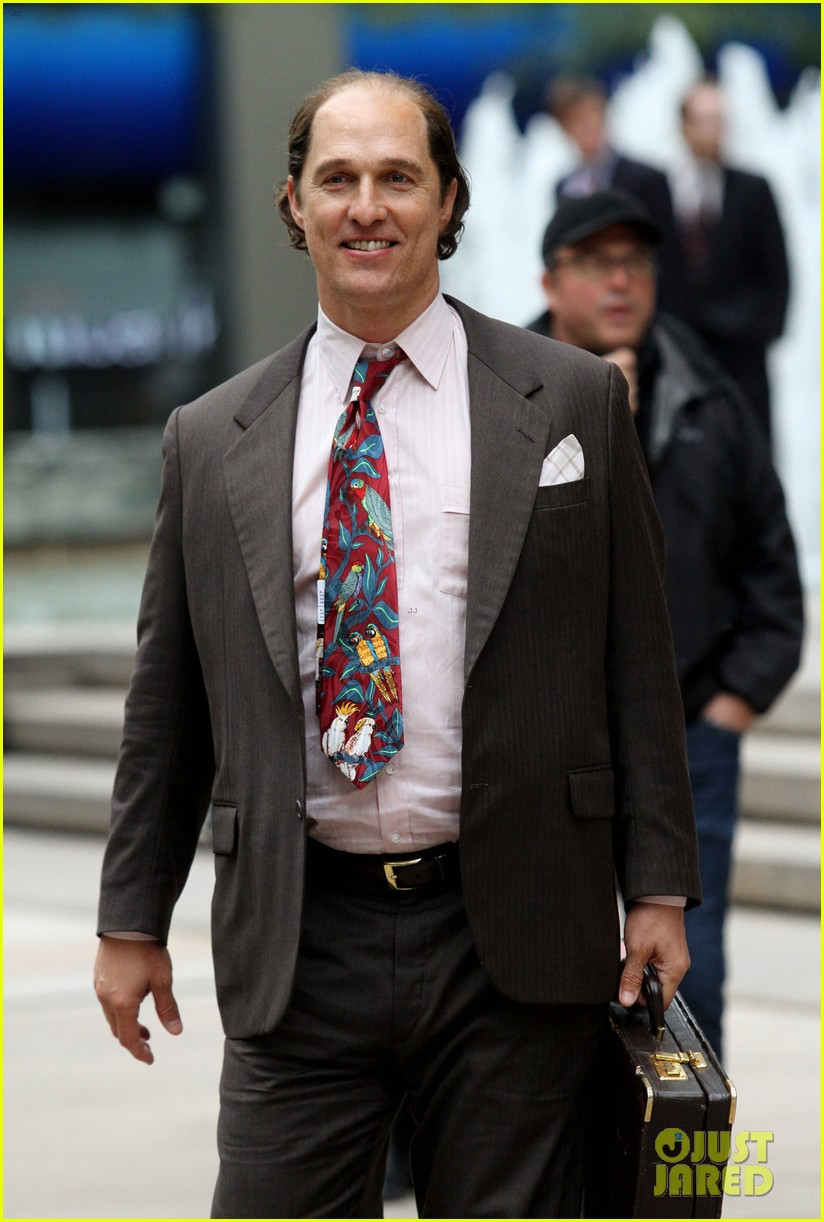 Matthew mcconaughey is nearly unrecognizable on gold set photo