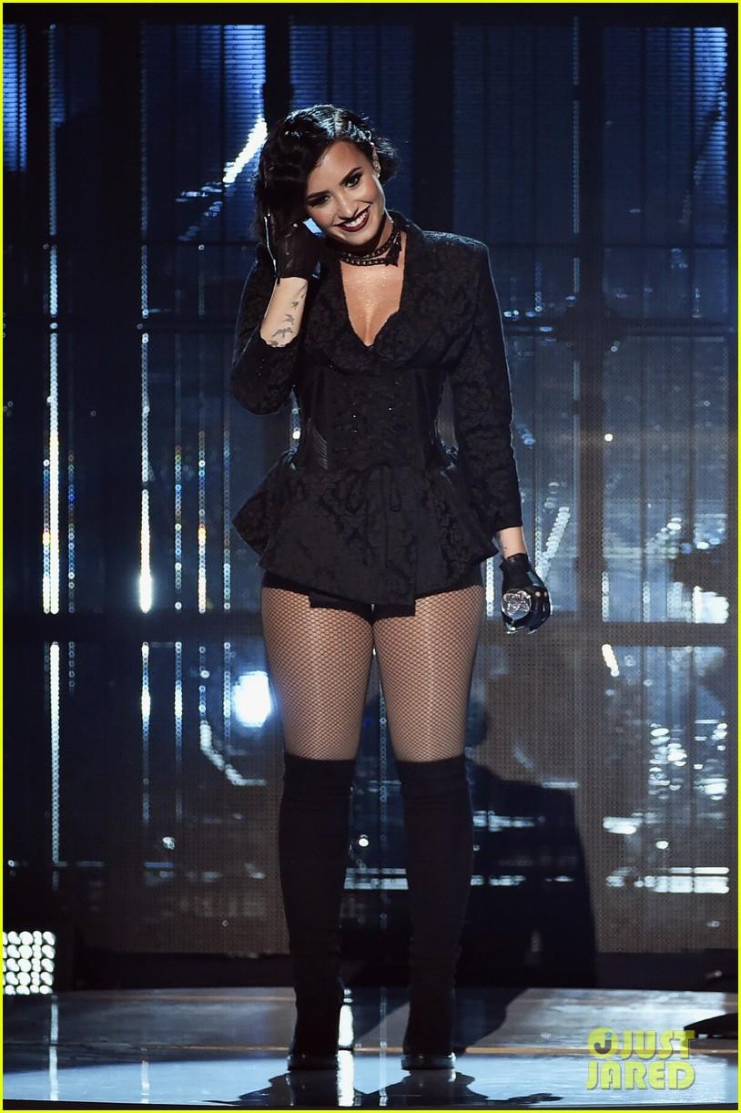 Demi Lovato Amas Performance 02 Lovatos Confident Video Watch Photo