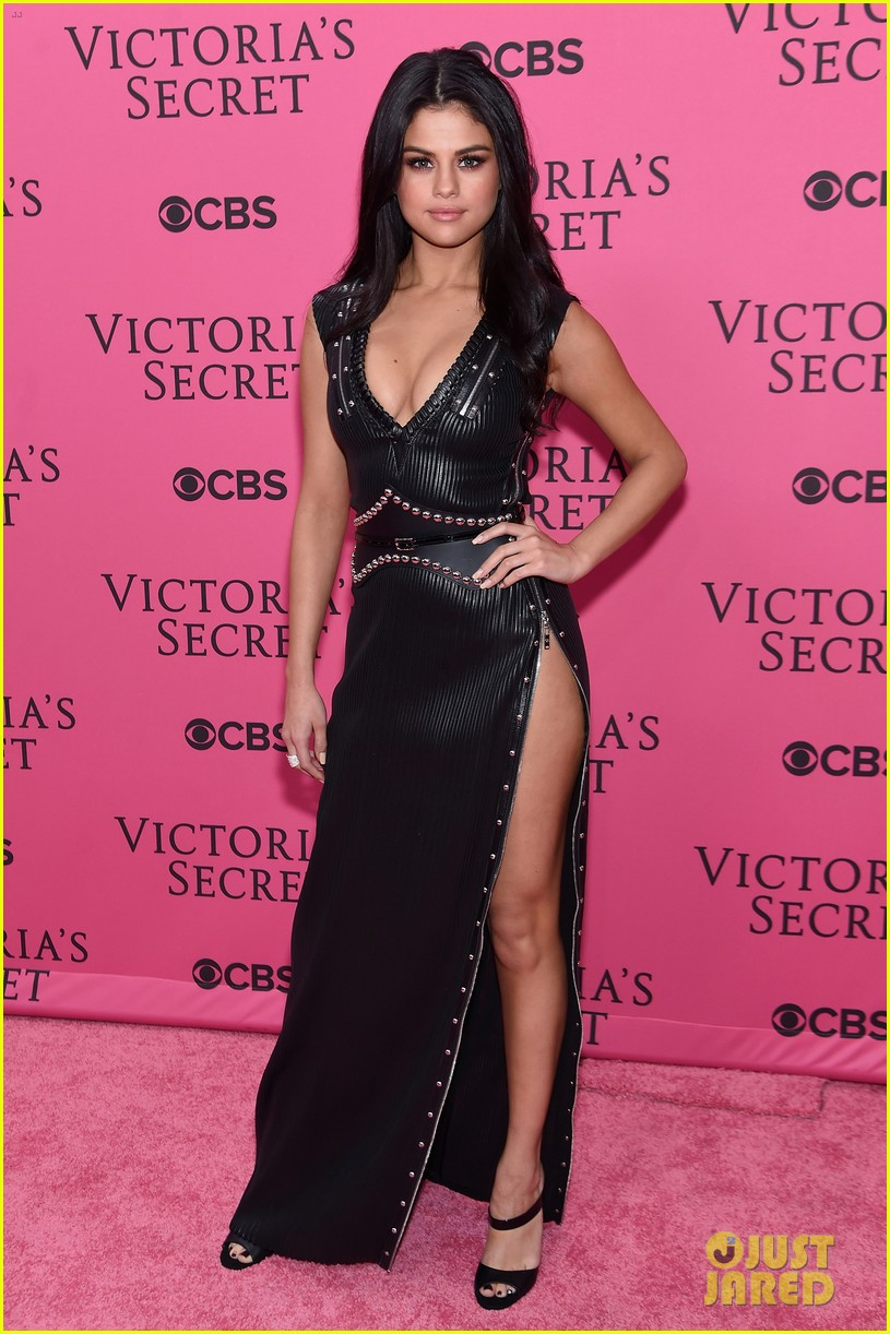 Selena Gomez Shows Legs For Days On Victoria S Secret