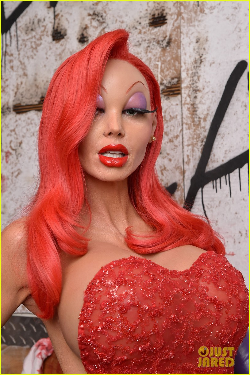 heidi klum transforms into jessica rabbit for halloween 2015