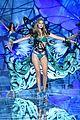 kendall jenner gigi hadid victorias secret fashion show 2015 12