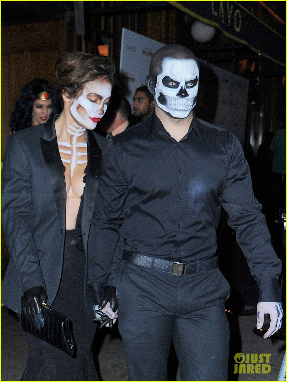 casper smart 2015. jennifer lopez \u0026 casper smart are matching skeletons at heidi klum\u0027s halloween bash 2015: photo 3497142 | 2015 halloween, smart, lopez, n