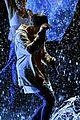 justin bieber amas 2015 performance in rain 16