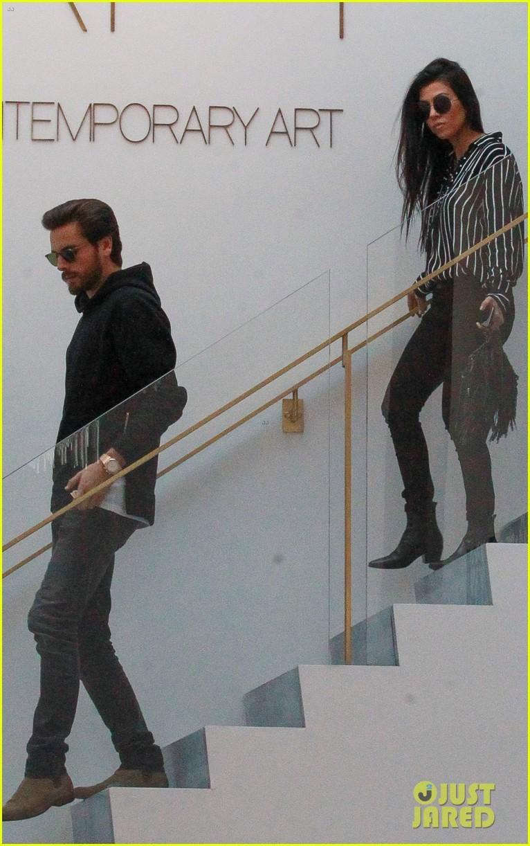 Kourtney kardashian scott disick meet up for shopping for Where do the kardashians shop for furniture