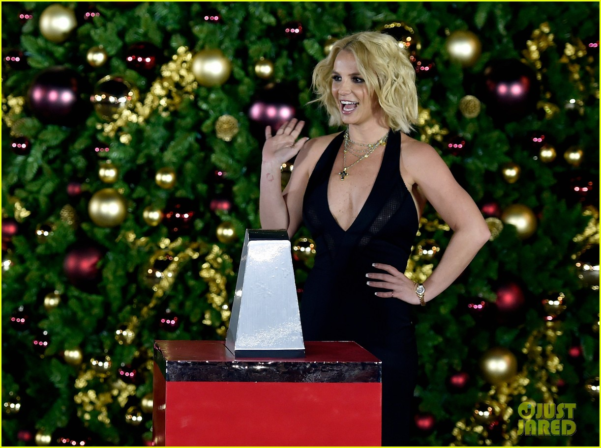 Britney Spears Gets Ready for the Holidays at Christmas Tree ...