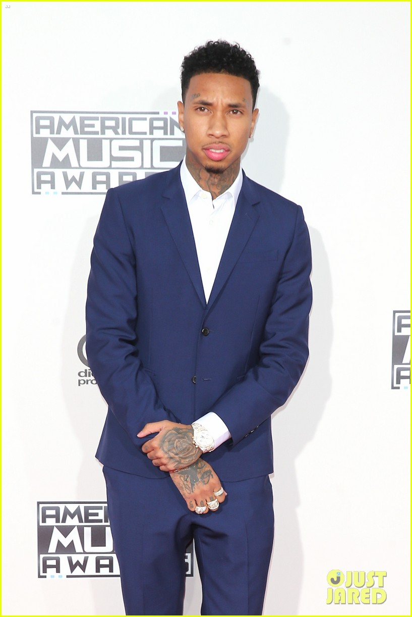 tyga walks the amas 2015 red carpet without kylie jenner 20