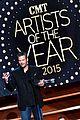 blake shelton wins big at cma artist awards 07