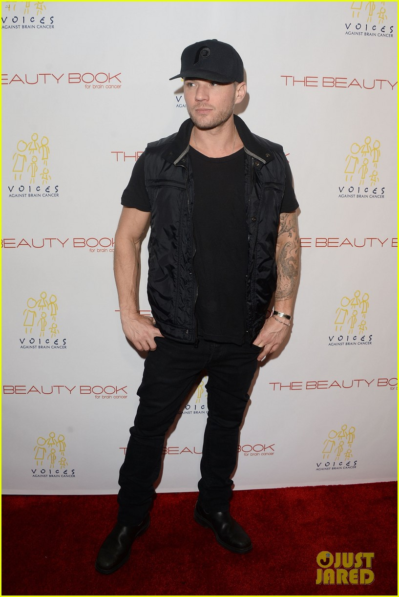 ryan phillippe scott eastwood are total studs at beauty book for brain 013522243