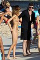 robin thicke and gf pose with fans on beach 16