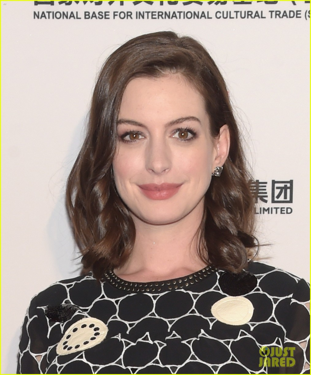 Anne Hathaway Shows Off Baby Bump At St. Jude's Benefit