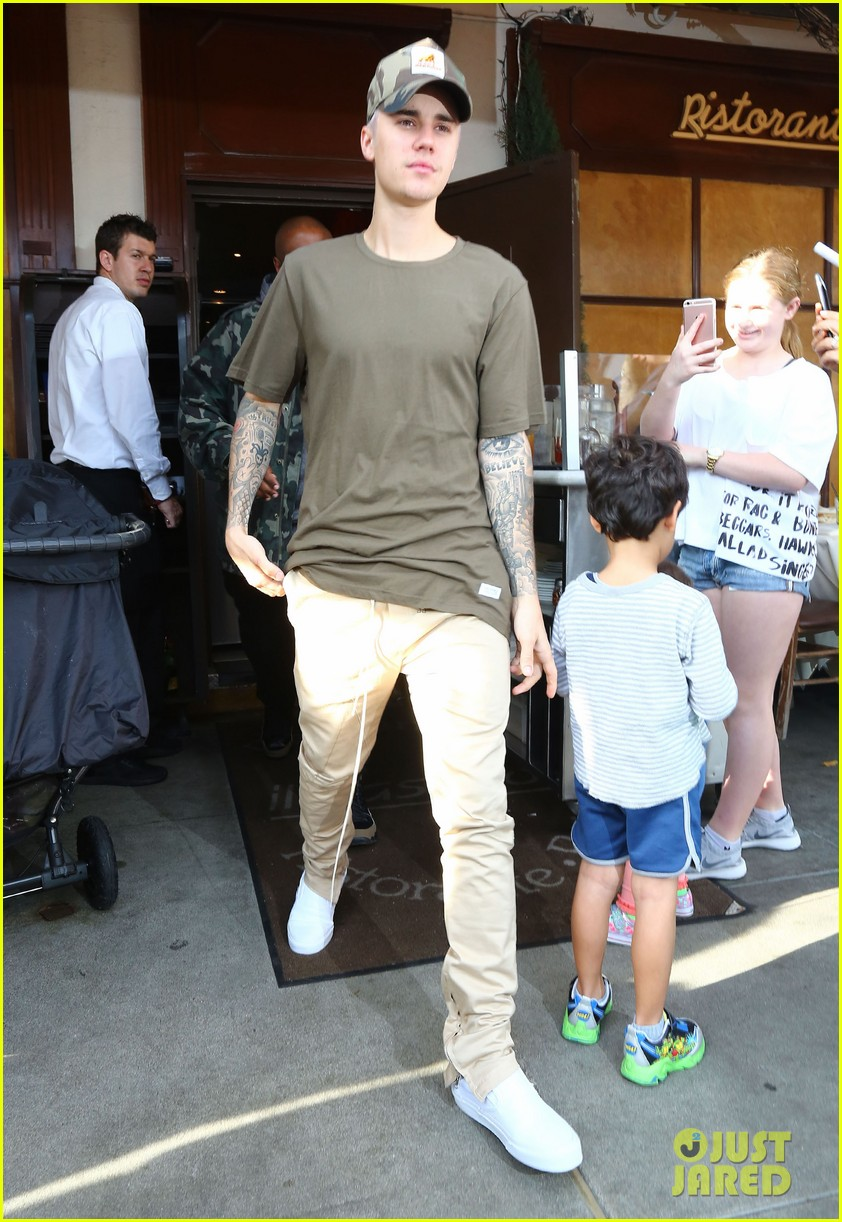 is justin bieber dating 2016 Justin bieber is flaunting his tattoos while going shirtless at the pool at his hotel on saturday afternoon (july 14) in miami, fla the 24-year-old singer was joined by his fiancee hailey baldwin who showed off her toned abs in a blue crop top and matching pants as they soaked up the sun together.