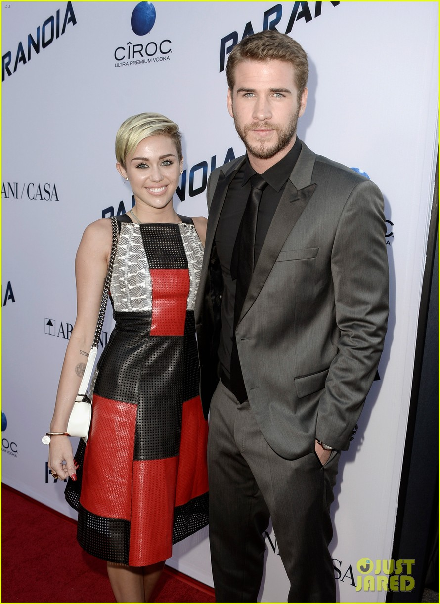 miley cyrus liam hemsworth are engaged again 233565313