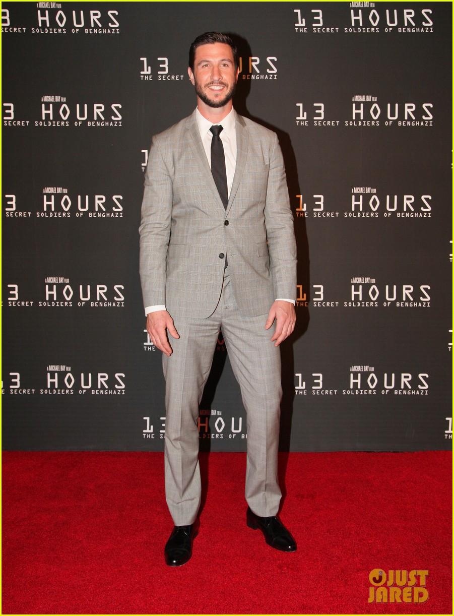 emily blunt supports john krasinski at 13 hours dallas premiere 043551509