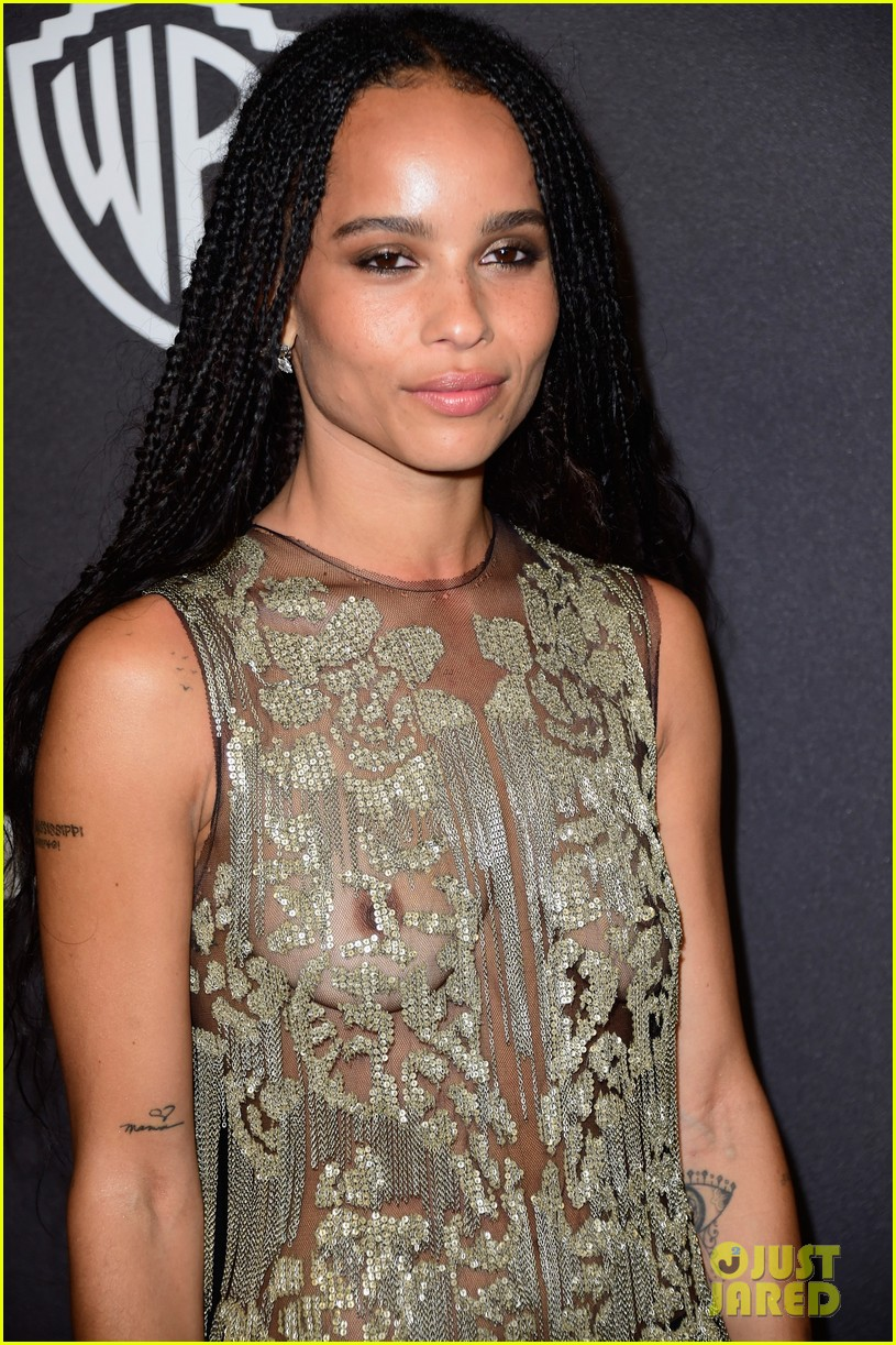 http://cdn04.cdn.justjared.com/wp-content/uploads/2016/01/kravitz-skingg16/zoe-kravitz-charli-xcx-show-off-major-skin-at-instyles-golden-globes-2016-18.jpg