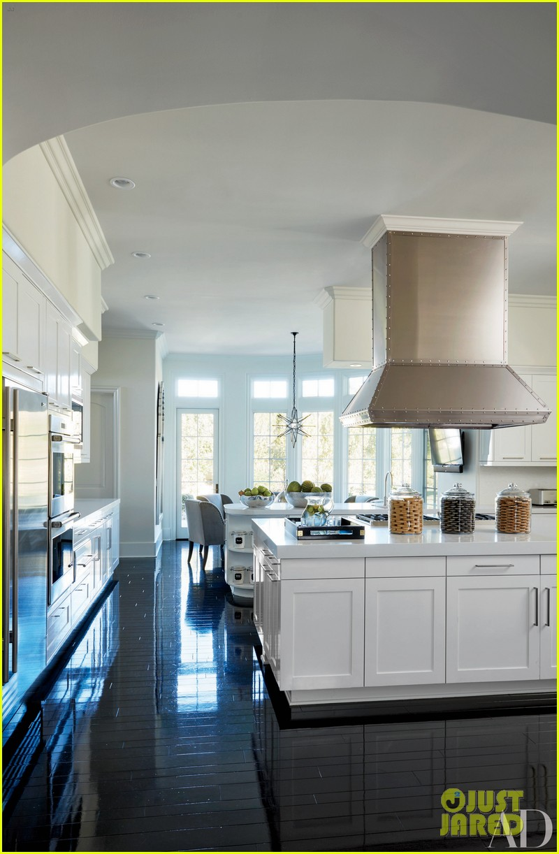 Kourtney khloe kardashian show off their homes in 39 architectural digest 39 photo 3567130 - Cuisine moderne images architectural digest ...