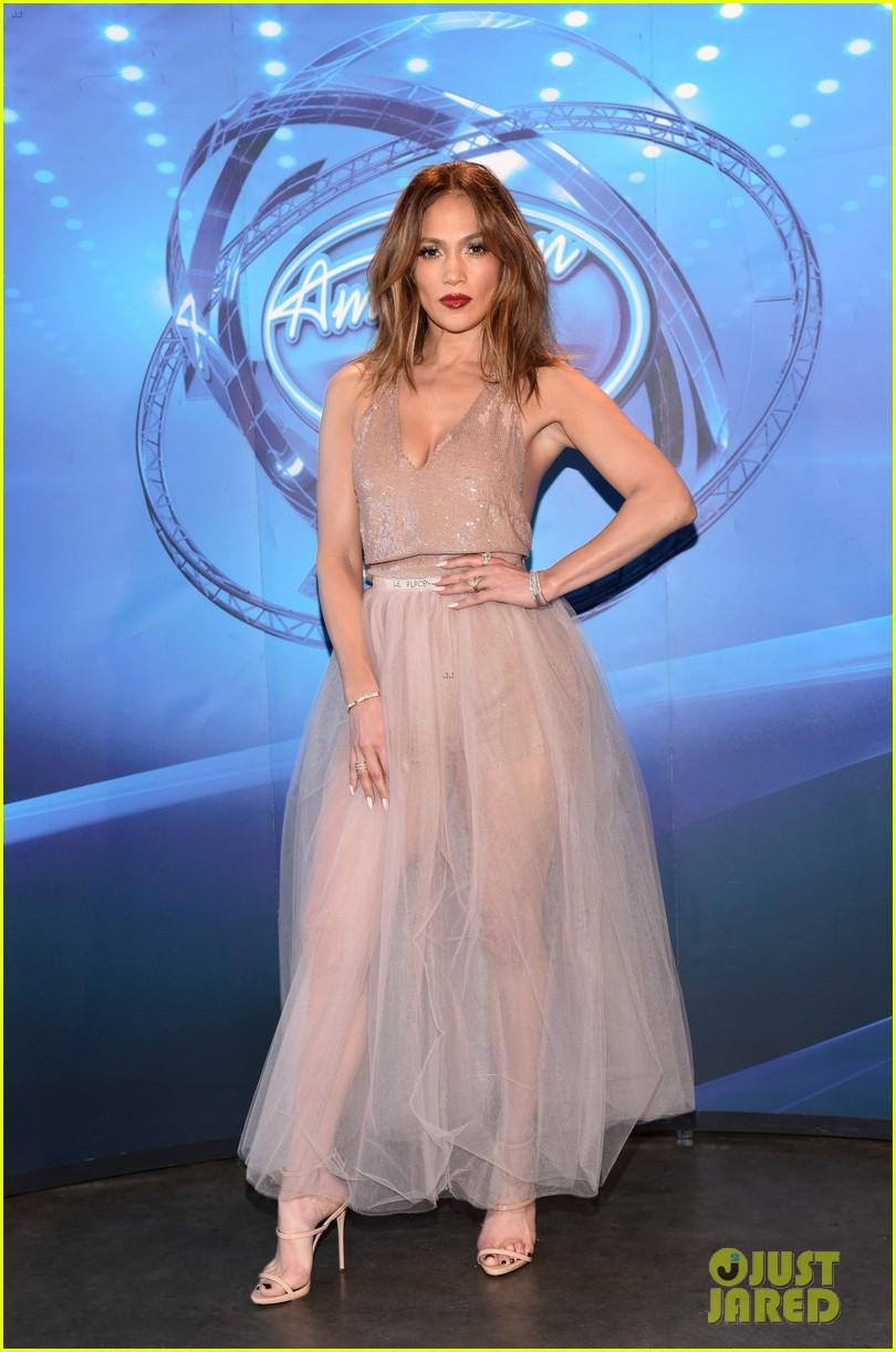 Jennifer lopez pink bikini