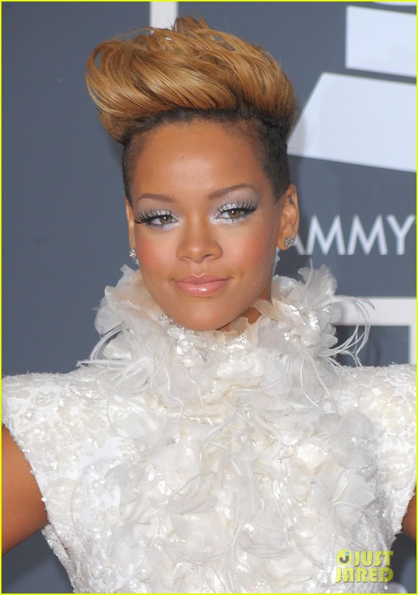 Rihanna red hair