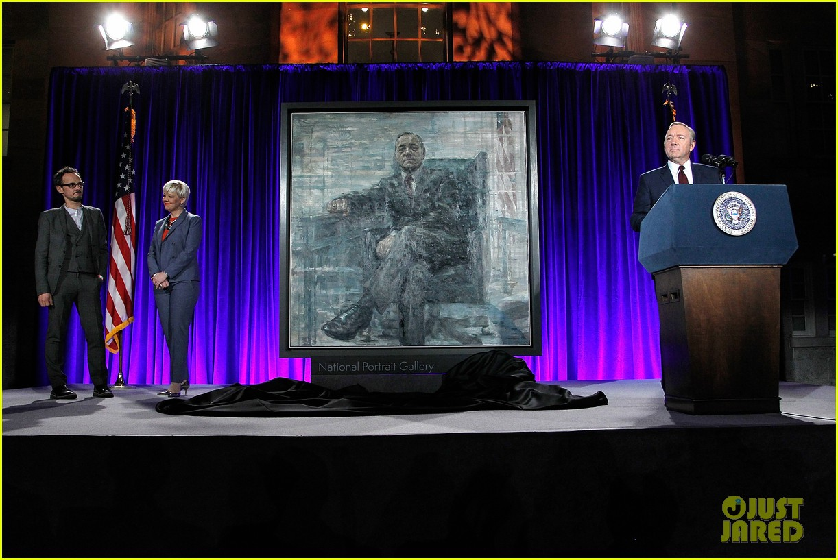 kevin spacey unveils his house of cards frank underwood presidential portrait watch here 153586341