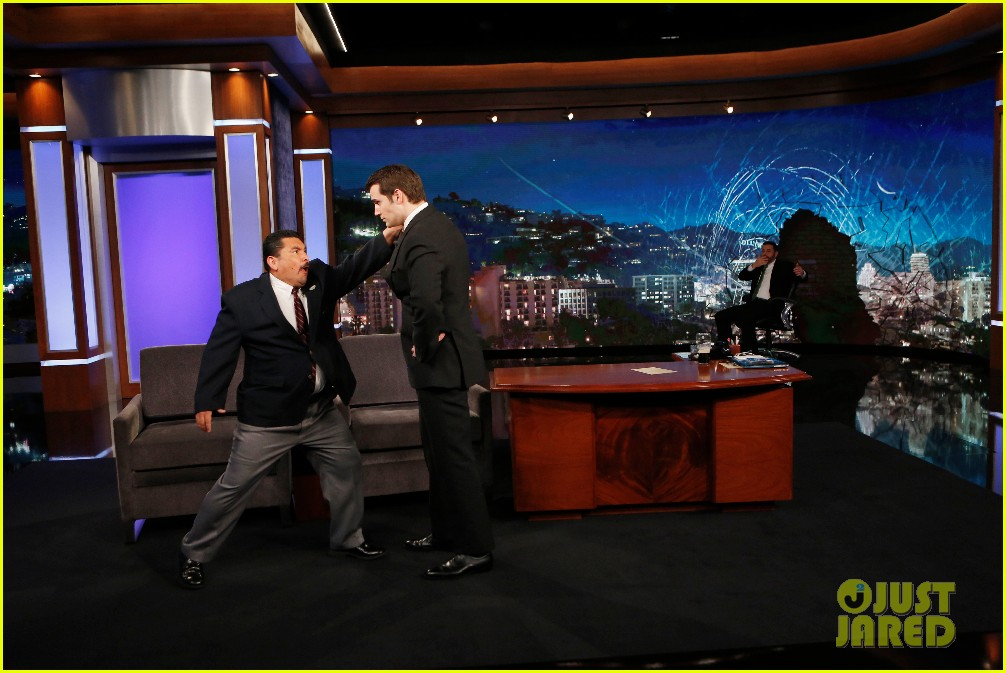 henry cavill gets into a fake fight with jimmy kimmel 073608937