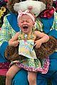 kelly clarksons daughter hated meeting easter bunny 01