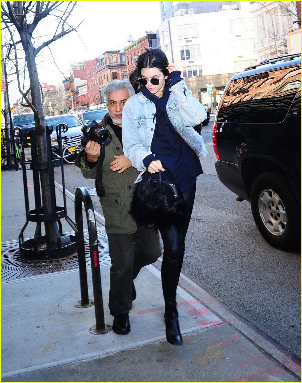 kendall jenner literal parazzi run in 103617014