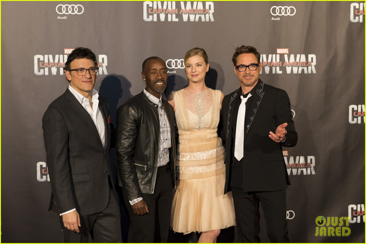 http://cdn04.cdn.justjared.com/wp-content/uploads/2016/04/downey-paris/robert-downey-jr-captain-america-paris-premiere-26.jpg