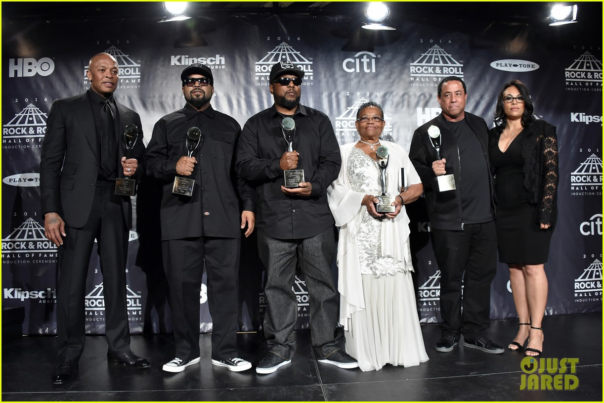 full sized photo of kendrick lamar inducts nwa into rock roll hall of fame 05 photo 3626655