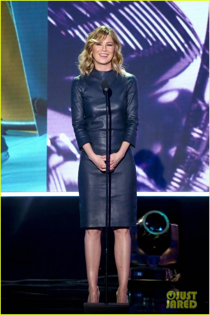 ellen pompeo honors debbie allen at tv land icon awards 2016 033628162