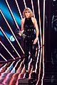 taylor swift thanks boyfriend adam at iheartradio music awards 08