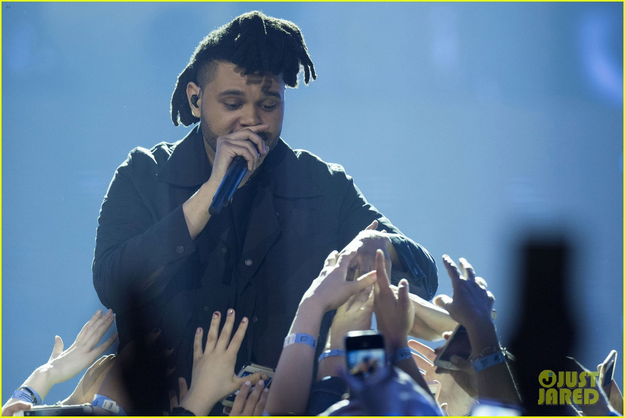 the weeknd wins artist of the year at juno awards 2016 performs medley watch here 013622282